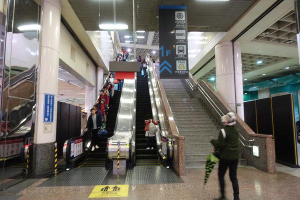三重到板橋捷運,三重到板橋車站怎麼搭比較快 (26).JPG