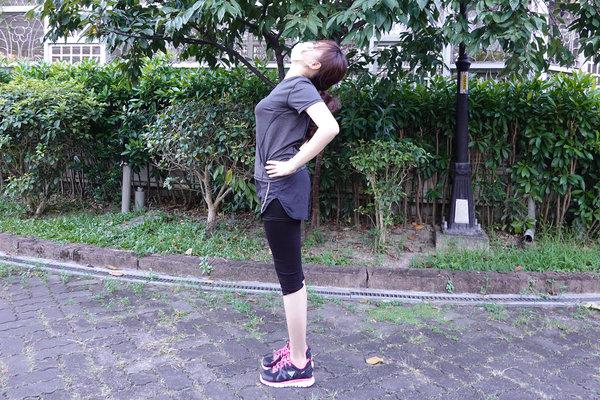 3分鐘無跳耀、不需器材的居家運動-你不知道的國民健身操 (10).jpg