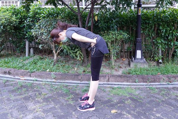 3分鐘無跳耀、不需器材的居家運動-你不知道的國民健身操 (11).jpg