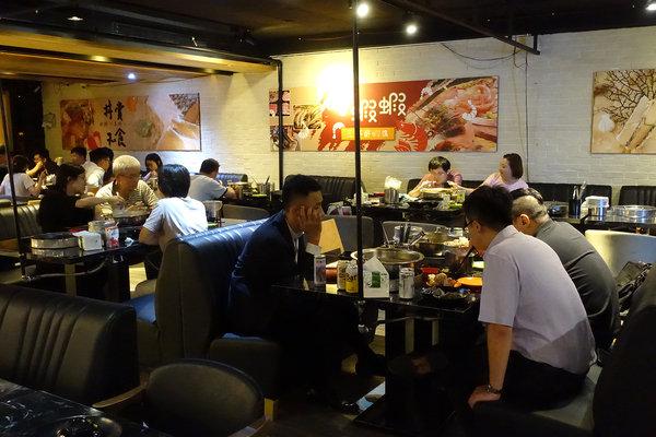 台北聚餐火鍋吃到飽-嗨蝦蝦百匯鍋物吃到飽,罐裝啤酒喝到飽 (55).jpg