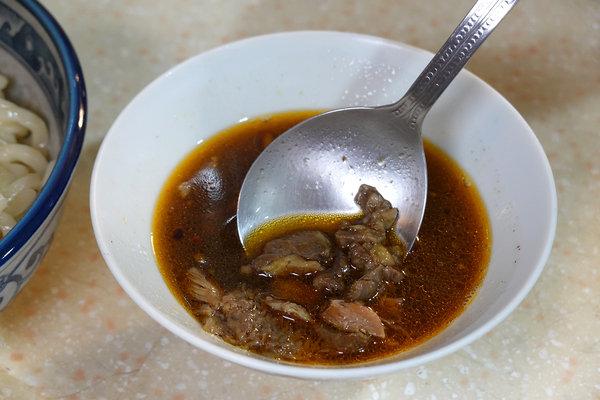 好吃宅配即食牛肉麵-紅娘私房麵舖,黃金比例湯頭冷凍牛肉麵 (27).jpg
