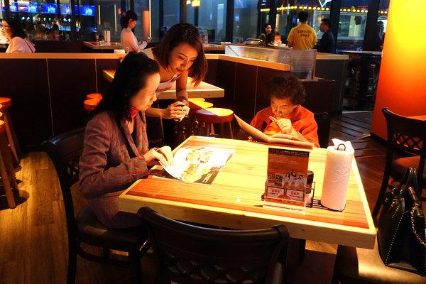 Hooters信義店-遠百信義A13餐廳推薦,遠百信義A13聚餐餐廳.jpg