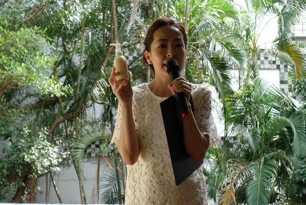 maNara溫熱卸妝凝膠 (34).JPG