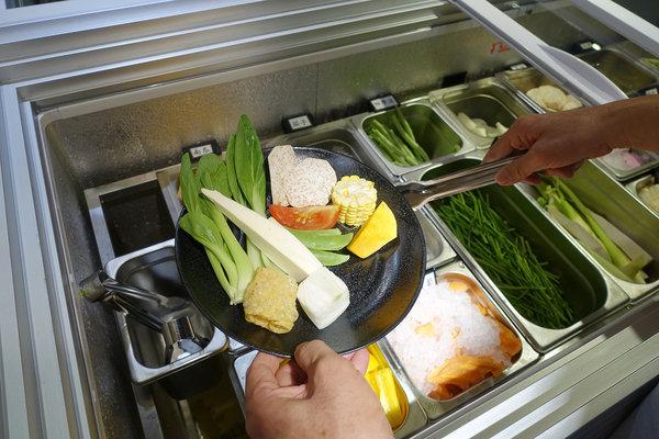 台北聚餐火鍋吃到飽-嗨蝦蝦百匯鍋物吃到飽,罐裝啤酒喝到飽 (34).jpg