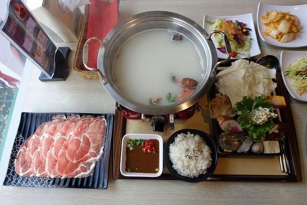 西門町平價牛排-巴菲廚房牛排鍋物 (32).jpg