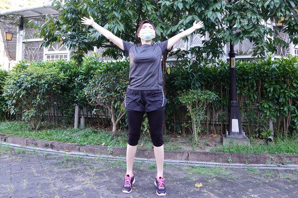 3分鐘無跳耀、不需器材的居家運動-你不知道的國民健身操 (4).jpg