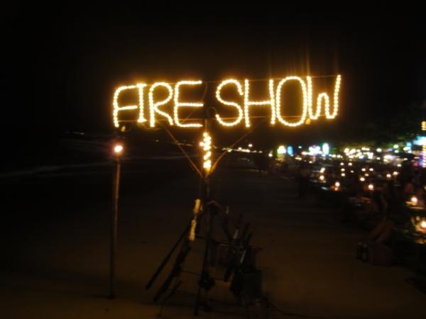 """(旅遊 泰國 沙美島) FIRESHOW~ 沙美島""""必看""""火把秀"""