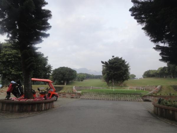 (美食 台北 紅樹林站) 新淡水高爾夫球場 ~ 半山腰賞淡水河景啖美食好去處