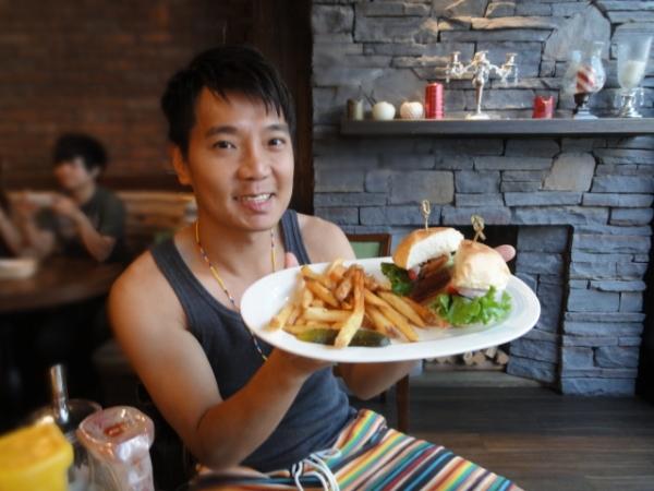 """(美食 台北 東門站) Eating Time ~ 俊男美女陪你吃""""噴汁漢堡"""""""