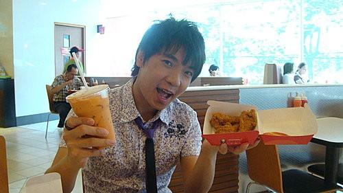 (旅遊~美食~泰國KFC) 肯德基 ... 泰國版超辣雞翅+泰式奶茶