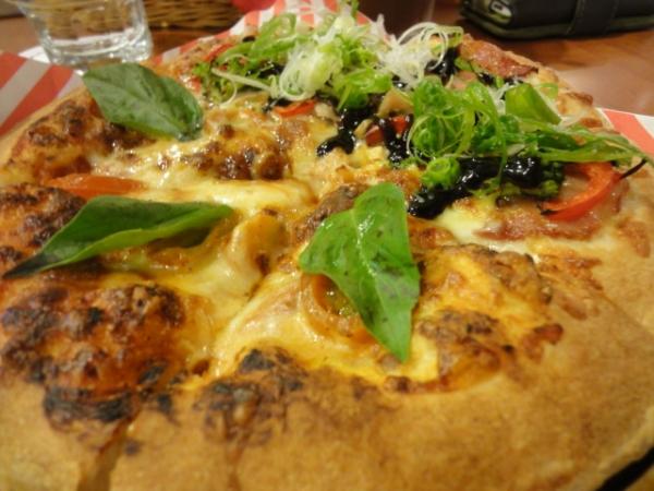 (美食 台北 小巨蛋商圈) Vasa Pizzeria瓦薩比薩 ~ 會爆漿的美味pizza