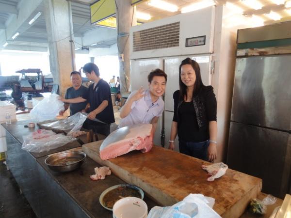 (美食 屏東東港) 黑鮪魚又來囉 ~ 華僑市場嚐鮮去! (必吃: 一口400元的黃金三角洲)