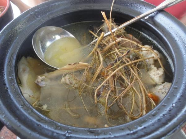 (美食 台中 新社) 中和高山土雞場 ~ 擁有絕美高山景觀的土雞餐廳! 必喝羊奶頭雞湯!