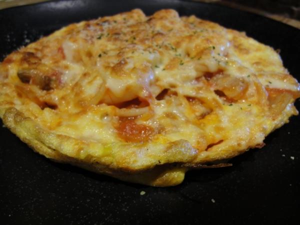 (美食~台中) 無敵家義泰料理 ~ 比薩+蛋餅+麵=??? 創意怪怪美食! (大食代)