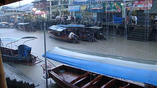 (旅遊~泰國 安帕娃 )安帕娃水上市場...唯一開到很晚的水上市場!!!