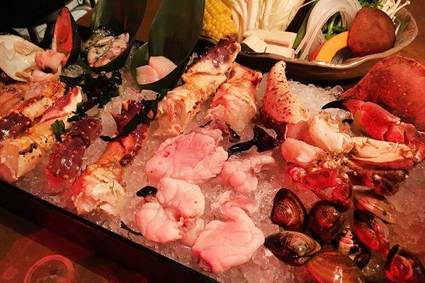 [台北] 三井 上引水產 煮海 Trésors de La mer 複合式海鮮夜宴 刺身 火鍋 燒烤 桌菜 一次滿足!!