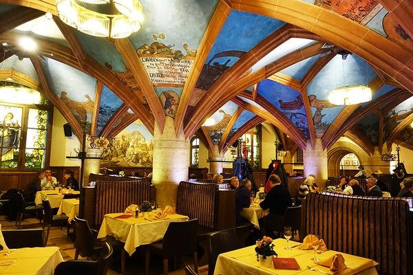 [德國] 慕尼黑 Munich @ Ratskeller 新市政廳百年地窖餐廳 德國豬腳 x 香腸
