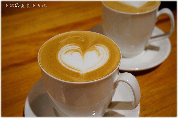 02dea817 8313 4096 a2d8 d90f5f6295ba - (熱血採訪)煙燻咖啡館║巷弄寧靜咖啡味。來場鬆餅PARTY,內餡自由搭配,玩翻你の味蕾