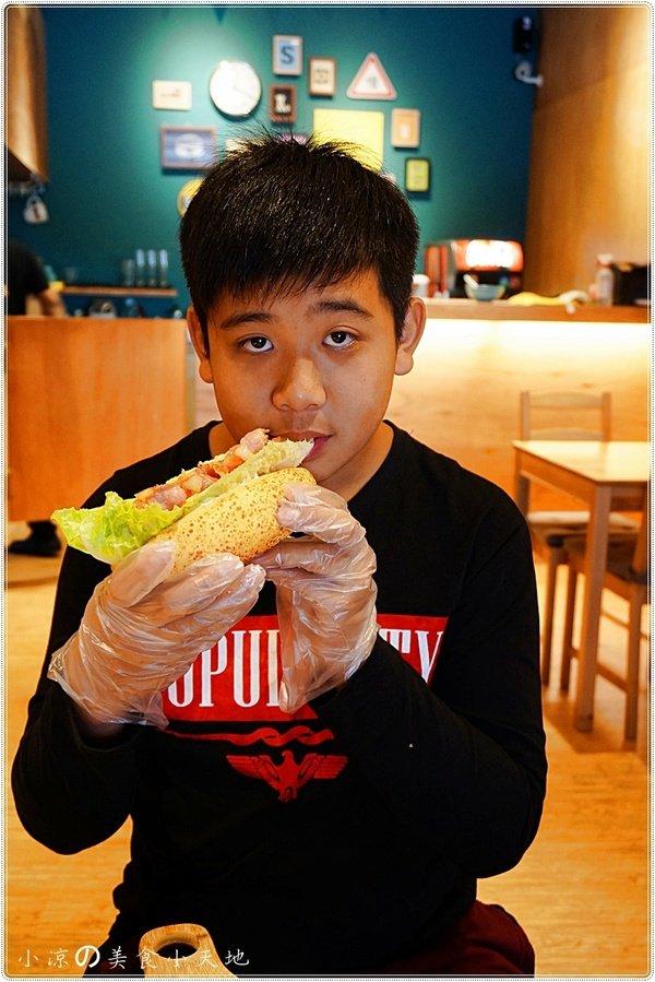 06c2a262 051e 45f4 96f2 de145095a906 - (熱血採訪)Mambo Burger慢堡(東海店+wifi)。北歐風格美式早午餐全天供應。東海大學美食