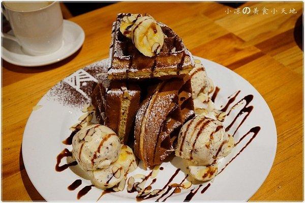 1c6c0c3b 8f10 4d40 bd70 cb18a6e0e15c - (熱血採訪)煙燻咖啡館║巷弄寧靜咖啡味。來場鬆餅PARTY,內餡自由搭配,玩翻你の味蕾