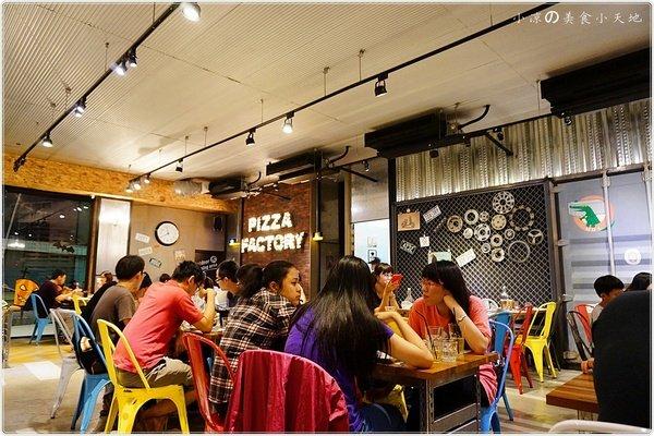 3f09dbc6 c110 4318 badc 8e7550bfabc5 - (熱血採訪)Pizza Factory 披薩工廠║派大星披薩來也~美式工業風。PIZZA/燉飯/義大利麵任你選。