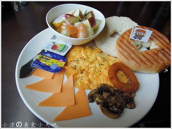 40981696 66c4 41a2 9931 c73eb552fdca - BURGER BUS漢堡巴士─英式傳統早餐,咖啡輕食/旱溪夜市旁