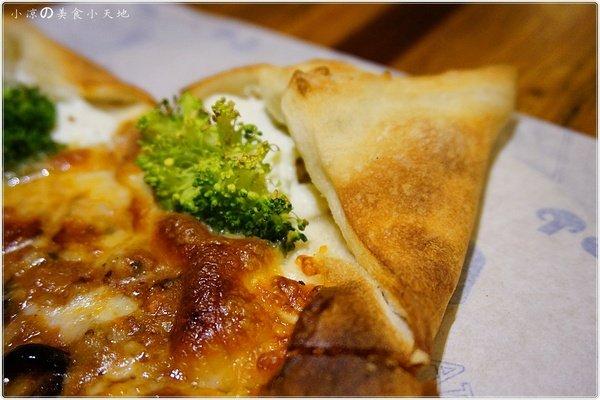 4ef1381f b128 4a4b 9b7d 5d31871b810c - (熱血採訪)Pizza Factory 披薩工廠║派大星披薩來也~美式工業風。PIZZA/燉飯/義大利麵任你選。
