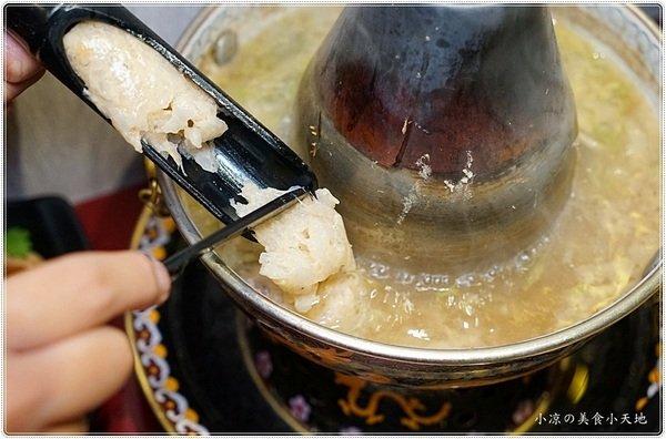 505e906d ec7a 4e54 bd4c 6d780c181e74 - 熱血採訪║小瀋陽酸菜白肉鍋,景泰藍炭燒鍋,生猛海鮮、真材實料好湯底,一個人也可以獨享