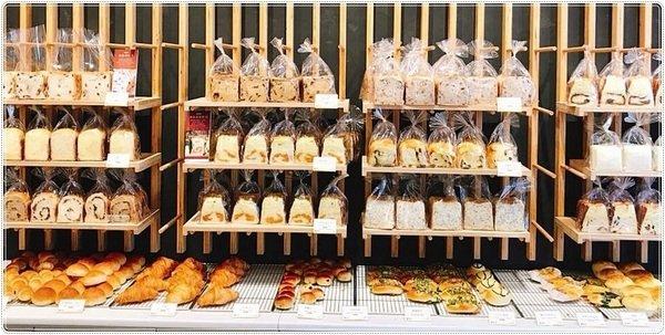 5704d897 d0f4 426c 8155 bd3a2985dde4 - 熱血採訪│超浮誇吐司牆、51種口味吐司專賣店、有選擇障礙的要小心囉(台中最早出爐的麵包店,六點半就開賣啦~!!)