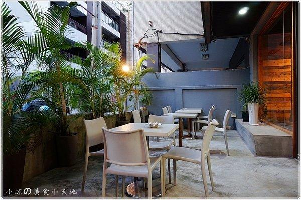 65ff89ec 93e5 42d1 b53c 68e959969c79 - (熱血採訪)煙燻咖啡館║巷弄寧靜咖啡味。來場鬆餅PARTY,內餡自由搭配,玩翻你の味蕾