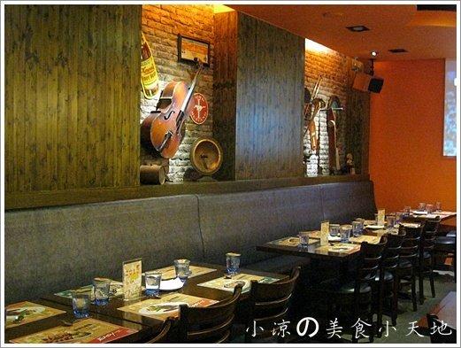 735742 - 台中素食美式餐廳/可看球賽/可歡樂/聚餐生日趴/漢堡,排餐,炸物,飲料,調酒樣樣瓏屋