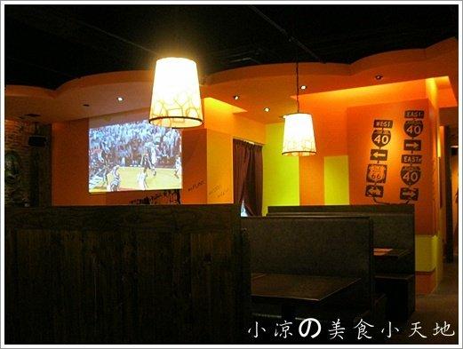 735743 - 台中素食美式餐廳/可看球賽/可歡樂/聚餐生日趴/漢堡,排餐,炸物,飲料,調酒樣樣瓏屋