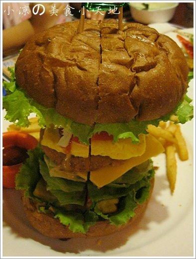 735763 - 台中素食美式餐廳/可看球賽/可歡樂/聚餐生日趴/漢堡,排餐,炸物,飲料,調酒樣樣瓏屋