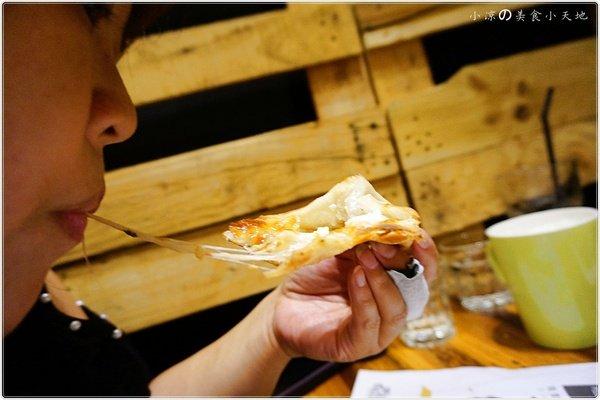 74a20282 30a4 41c0 acde 5e18d145387c - (熱血採訪)Pizza Factory 披薩工廠║派大星披薩來也~美式工業風。PIZZA/燉飯/義大利麵任你選。