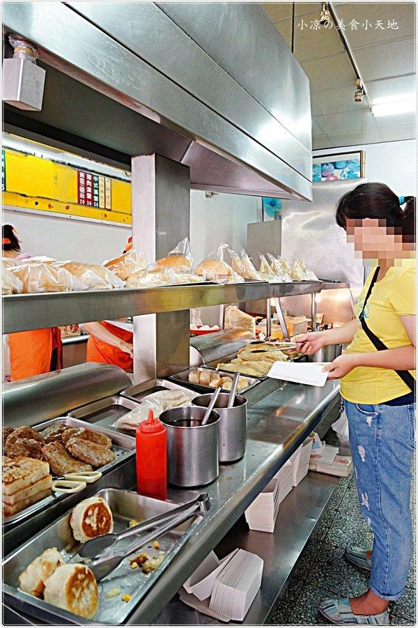 861bcc69 d6b9 475c 9413 daa619c9fba0 - 早5頓早餐店║在地人推薦銅板美食,古早味手工蛋餅只要18元/水煎包內餡飽滿10元,上哪找啊~~