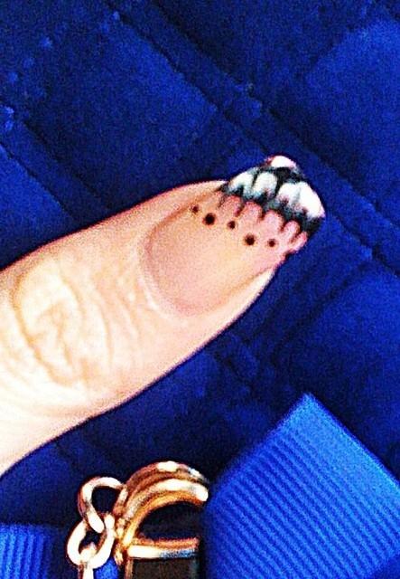 蝴蝶飛了~飛到我手上,光療指甲初體驗