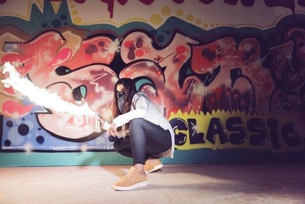 知名塗鴉藝術家Sany塗鴉藝術將大膽用色在CLUB C經典鞋款輪廓上更顯搶眼.jpg