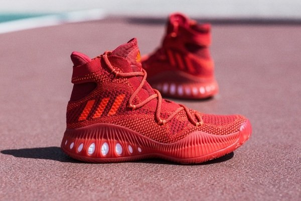 7. adidas Crazy Explosive 亮眼紅色鞋款(AQ7218)將成為全場萬眾注目的焦點,10月4日正式上市,售價 NT$5,590。.jpg