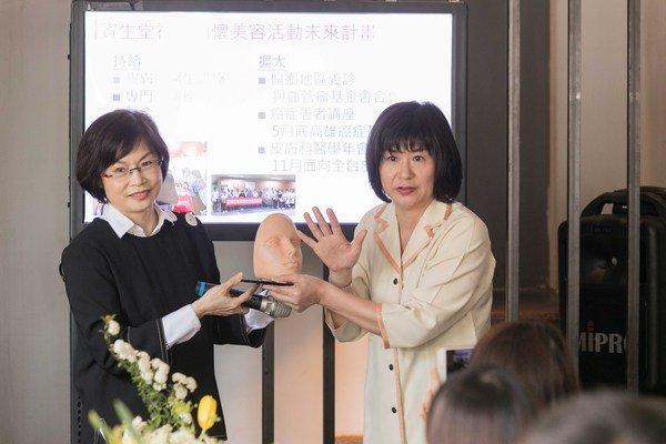 資生堂顧客服務課示範「完美無痕肌粉底MV」修飾方法.jpg