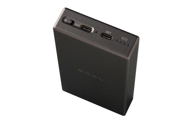 圖3) Sony CP-SC10行動電源小巧的機身具有2個Type-C輸出埠,可同時為兩種設備進行充電,提高使用效率!.jpg
