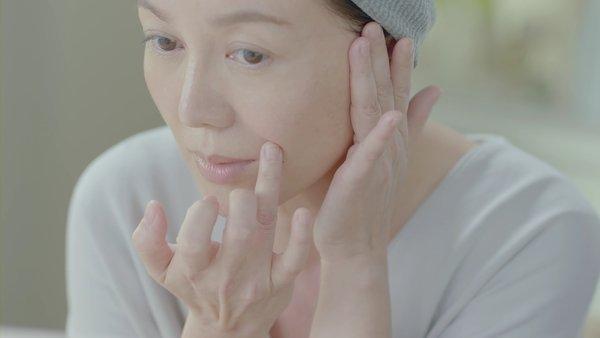 苗可麗為拍攝日本保養品牌朵茉麗蔻廣告,首度於螢光幕前素顏展現好膚質.jpg