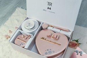 【圖說6】『TR Mini X JILL by JILLSTUART櫻花粉浪漫限量組合』建議售價新台幣15,990元,即日起閃耀上市.jpg