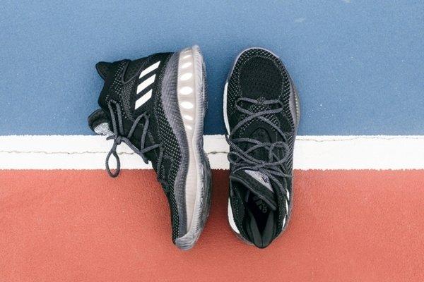 5. adidas Crazy Explosive B42404 經典黑色更突顯完美設計細節,10月4日正式上市,售價 NT$5,590。.jpg