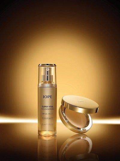 IOPE賦活緊顏絲緞精華底妝系列全新上市 讓臉蛋穿越回20歲的黃金時刻.jpg