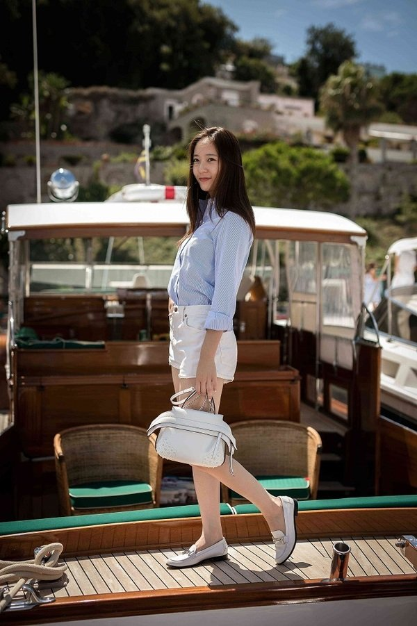 Krystal_ TOD'S Wave Bag_Aug.2016.jpg