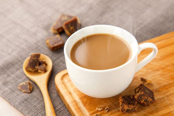 「沖繩黑糖奶茶」,輕輕啜飲,即可感受濃郁香甜的滋味在口中釋放,喝進嘴裡,幸福在心裡.jpg