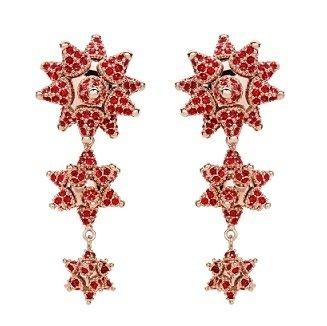 靈感取材自《大娛樂家》的Atelier Swarovski 「Rewrite the Stars」珠寶系列星芒垂式耳環,即日起在英國Fenwick百貨獨家販售,售價約319英鎊。.jpg
