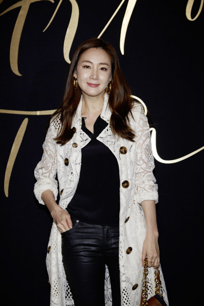 Choi Ji Woo wearing Burberry at Art of the Trench Seoul 2016 event, 3 March 2016_002.jpg