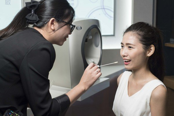 【圖九】《訊聯生技RE.O精準皮膚醫學概念店》提供「美麗肌因鑑定書」肌膚基因檢測。  (訊聯生技RE.O提供).jpg