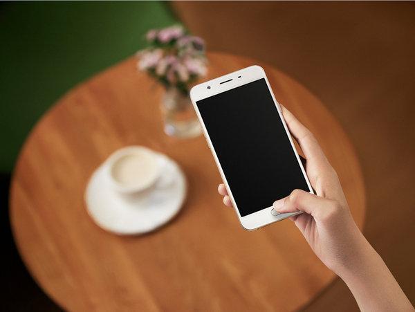 OPPO F1s智慧學習型指紋辨識系統搭配0.1mm超薄指紋感應器,手機解鎖僅需0.22秒,並帶來全新「應用程式喚醒功能」,越用越精準,越用越安全。.jpg
